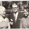340.) Generalsekretär Walter Zettl mit Luise Wolf und ...